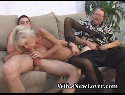 mature lady pleasured by amateur boyfriend