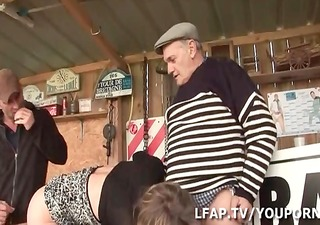 aged francaise defoncee par wil et papy voyeur