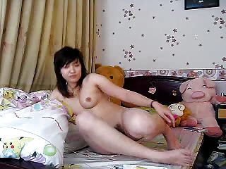 japanese cougar likes to wank herself !