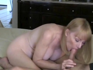 mother id enjoy to fuck acquires a cum from